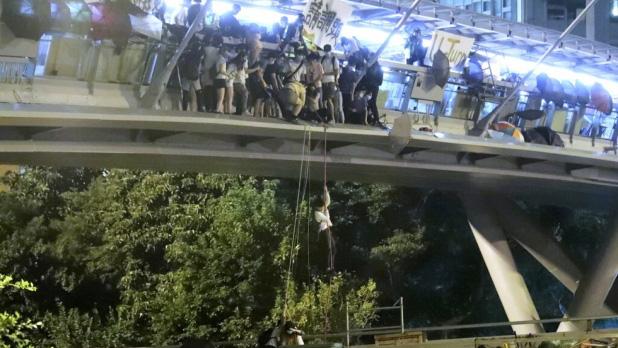 Bế tắc Hồng Kông chưa có lối thoát sau đêm căng thẳng - Ảnh 3.