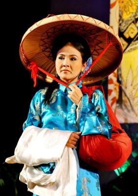 Giải Mai Vàng 25 năm: Thanh Hằng, Thanh Ngân và 3 tượng Mai Vàng - Ảnh 2.