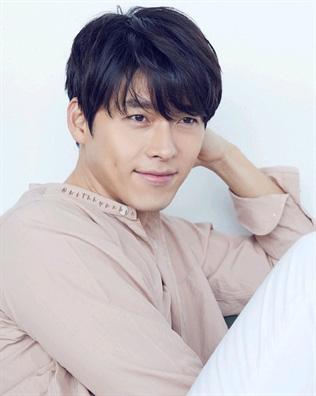 Nhan sắc của Hoàng tử màn ảnh Hyun Bin ở tuổi 37 - Ảnh 4.