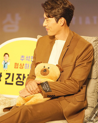 Nhan sắc của Hoàng tử màn ảnh Hyun Bin ở tuổi 37 - Ảnh 7.