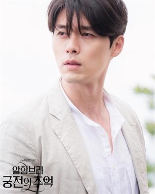 Nhan sắc của Hoàng tử màn ảnh Hyun Bin ở tuổi 37 - Ảnh 9.