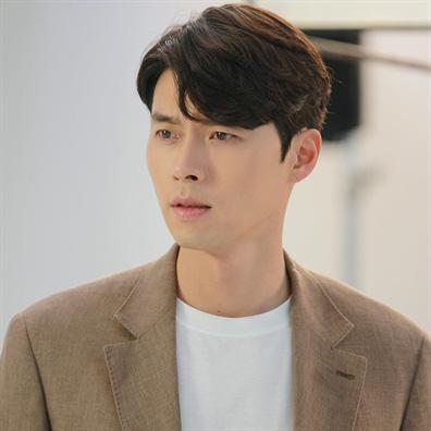 Nhan sắc của Hoàng tử màn ảnh Hyun Bin ở tuổi 37 - Ảnh 10.