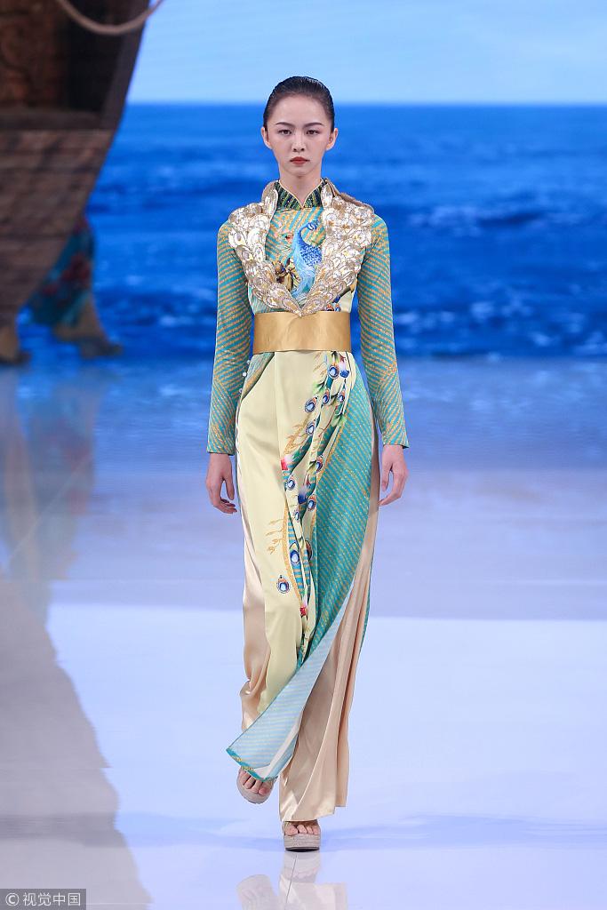Công chúng phẫn nộ nhà thiết kế Trung Quốc nhận vơ áo dài Việt - Ảnh 9.