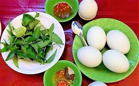 Vì sao nên ăn trứng vịt lộn với rau răm? - Ảnh 1.