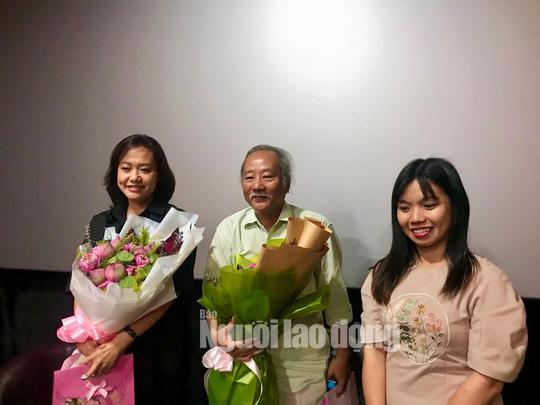 Diễn viên Hồng Ánh bồi hồi gặp lại đạo diễn Nguyễn Vinh Sơn - Ảnh 1.
