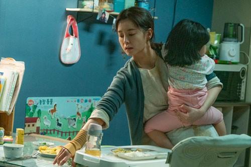 Kim Ji Young 1982: Trĩu nặng nỗi buồn nữ giới! - Ảnh 1.