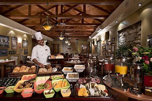 Lý do khách sạn luôn có buffet sáng miễn phí - Ảnh 2.