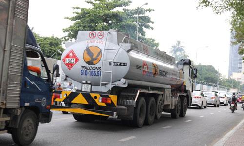 Xe tải nặng tung hoành vào giờ cấm: Phơi bày điểm yếu khó hiểu - Ảnh 2.