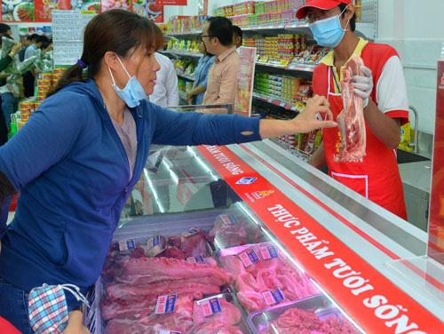 Giá thịt heo lại lập đỉnh mới - Ảnh 1.