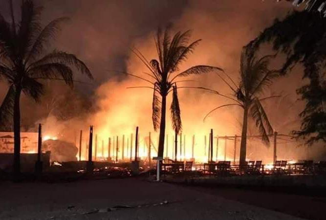 Lửa cháy dữ dội, thiêu rụi 4 nhà hàng ở Hội An - Ảnh 2.