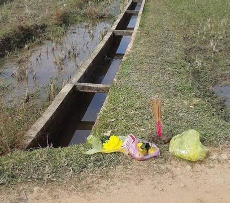 Phát hiện 2 chân người chết thò lên từ mương nước bêtông - Ảnh 1.