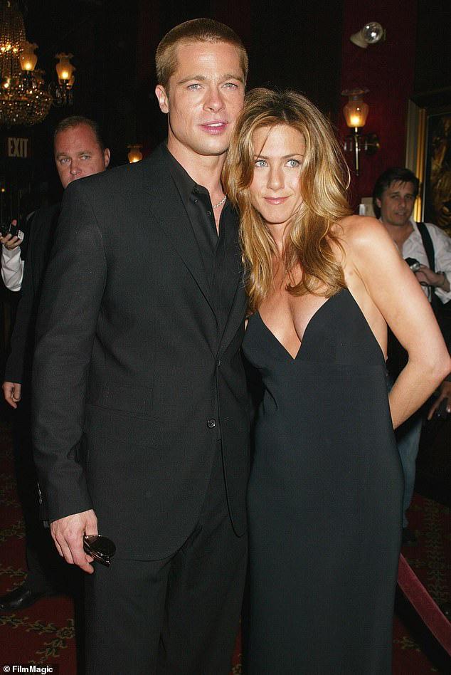 Brad Pitt lại dự tiệc tại nhà vợ cũ - Ảnh 1.