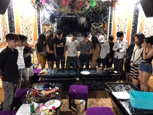 Quảng Nam: Đột kích karaoke LUXURY, phát hiện 58 nam nữ phê ma túy - Ảnh 3.