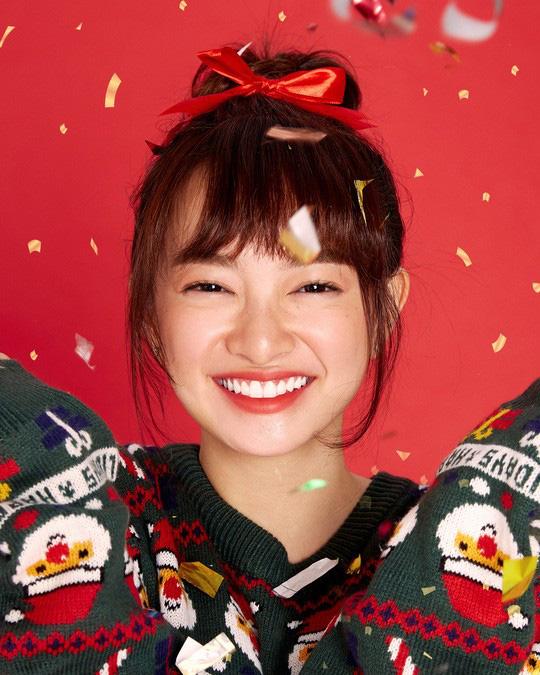 Hoàng Yến Chibi, Kaity Nguyễn... lung linh loạt ảnh Giáng sinh - Ảnh 2.