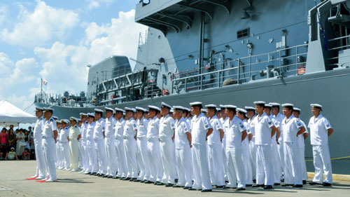 Tàu chiến, máy bay Nhật Bản đến Trung Đông - Ảnh 1.