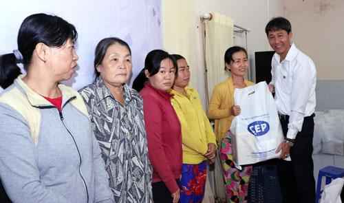 CEP Thủ Dầu Một tặng 1.090 phần quà Tết cho công nhân - Ảnh 1.