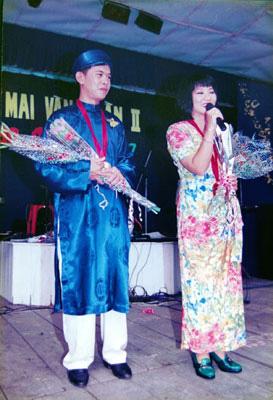 Giải Mai Vàng 25 năm: Niềm hạnh phúc của ca sĩ Cẩm Vân - Ảnh 2.