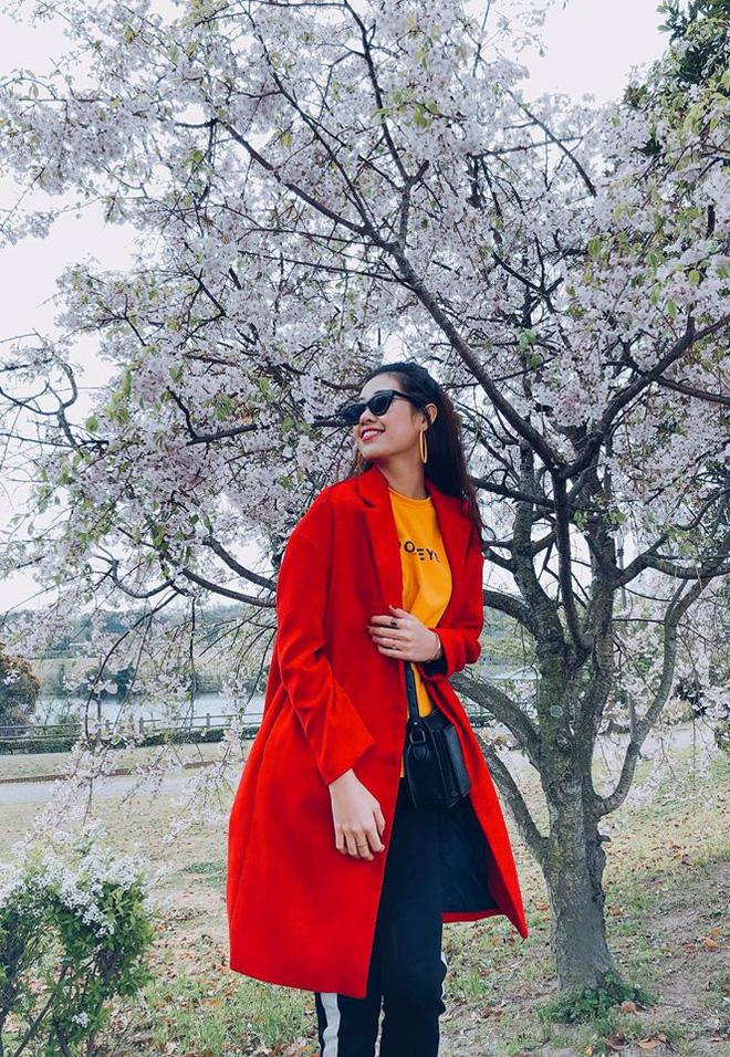 Không chỉ trên sân khấu, Nguyễn Trần Khánh Vân vẫn rất xinh đẹp ngoài đời  - Ảnh 9.
