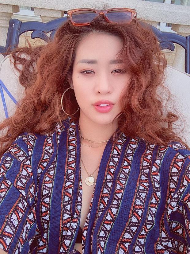 Không chỉ trên sân khấu, Nguyễn Trần Khánh Vân vẫn rất xinh đẹp ngoài đời  - Ảnh 7.