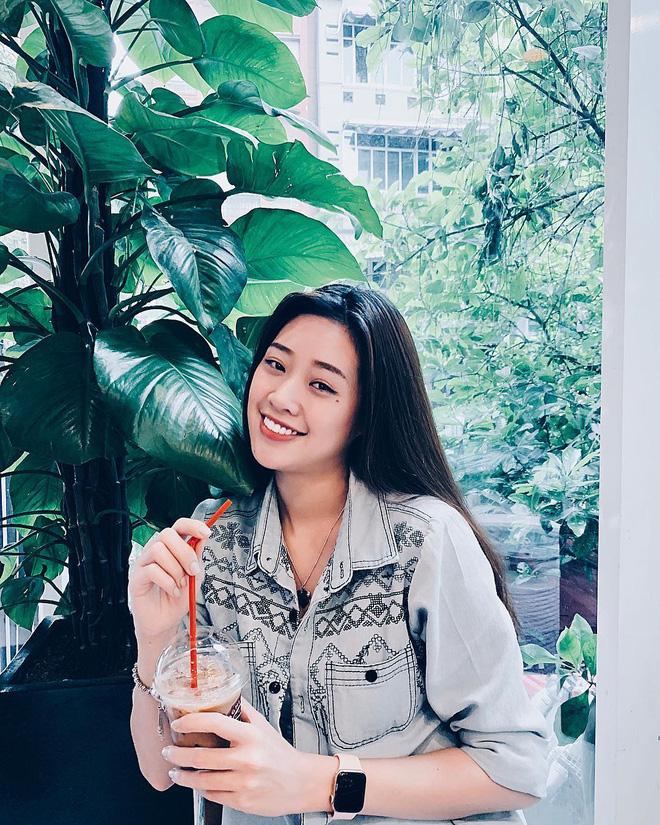 Không chỉ trên sân khấu, Nguyễn Trần Khánh Vân vẫn rất xinh đẹp ngoài đời  - Ảnh 11.
