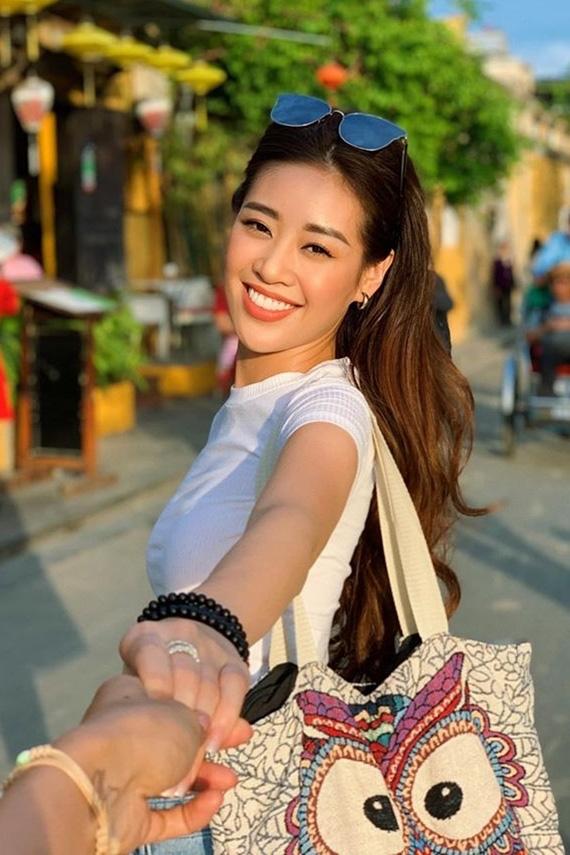 Không chỉ trên sân khấu, Nguyễn Trần Khánh Vân vẫn rất xinh đẹp ngoài đời  - Ảnh 4.