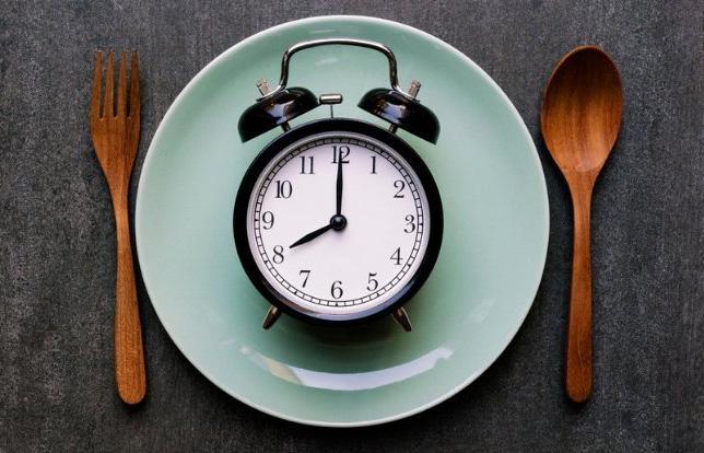 Kiểu ăn tưởng không khoa học lại giúp giảm cholesterol, mỡ bụng, huyết áp - Ảnh 1.