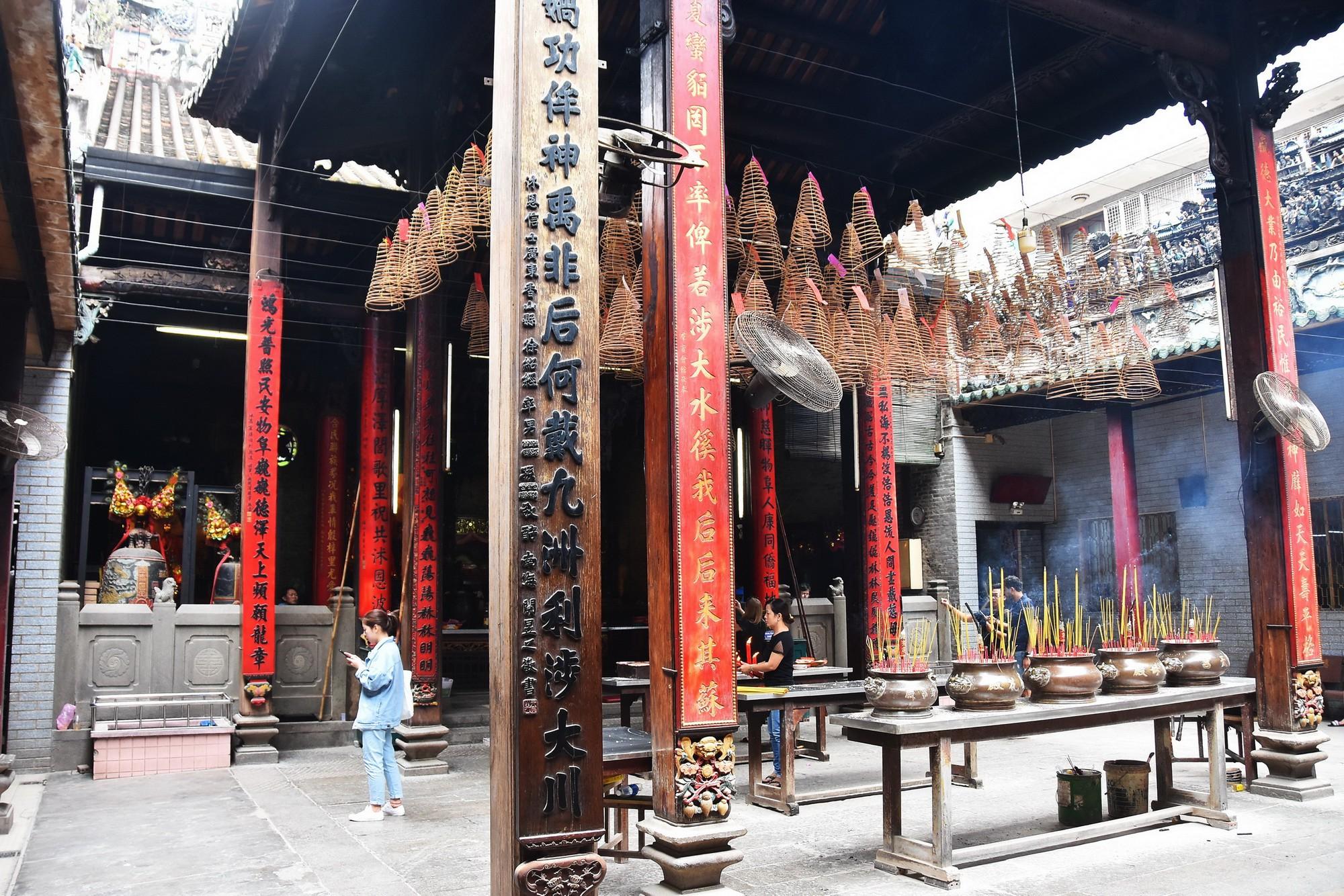 [eMagazine] - Ngày Xuân viếng các ngôi chùa cổ ở TP.HCM - Ảnh 15.
