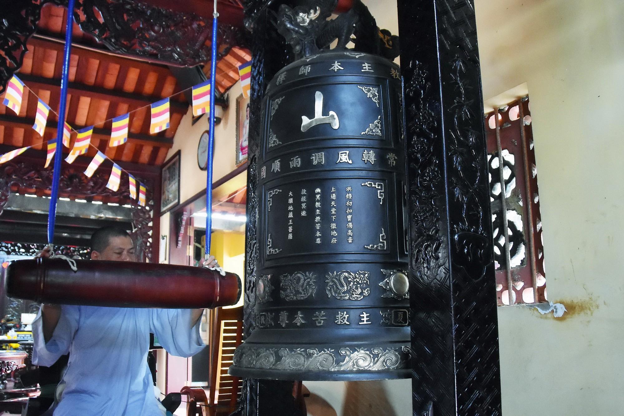[eMagazine] - Ngày Xuân viếng các ngôi chùa cổ ở TP.HCM - Ảnh 21.