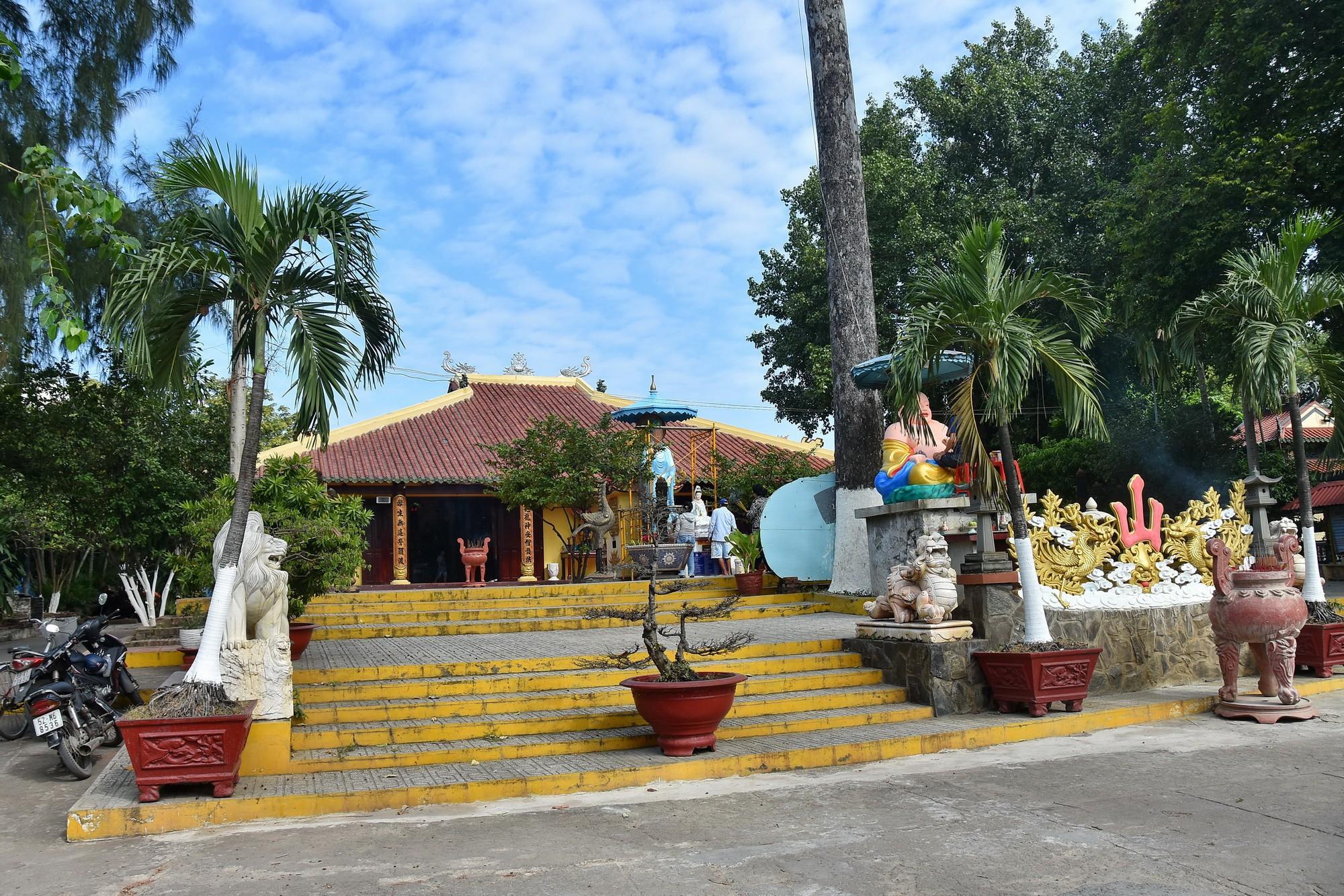 [eMagazine] - Ngày Xuân viếng các ngôi chùa cổ ở TP.HCM - Ảnh 19.