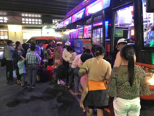 Kẹt xe cầu Mỹ Thuận gây khốn khổ cho khách ở... bến xe Cần Thơ - Ảnh 5.