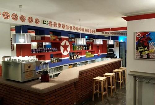 Bên trong quán cà phê Triều Tiên duy nhất ở Tây Ban Nha - Ảnh 3.