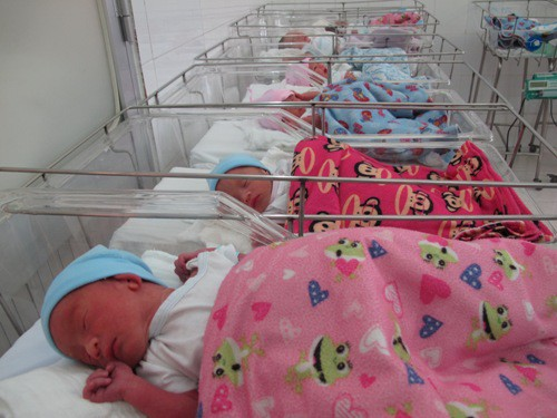 (gui ba hoi dong bai dang ngay 28 Tet)Ca sinh 5 đầu tiên ở Việt Nam bây giờ ra sao? - Ảnh 1.