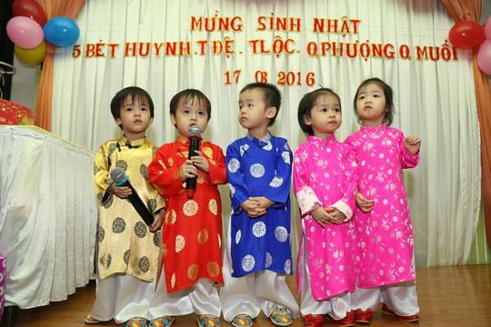 (gui ba hoi dong bai dang ngay 28 Tet)Ca sinh 5 đầu tiên ở Việt Nam bây giờ ra sao? - Ảnh 8.