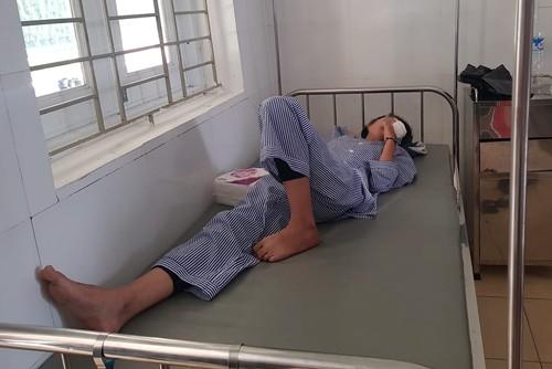 Nổ trong giờ thực hành môn hóa học, 1 nữ sinh bị rách giác mạc - Ảnh 1.