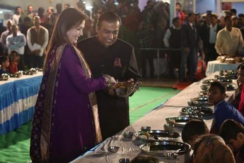 Xa hoa như đám cưới Ấn Độ - Ảnh 1.