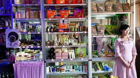 Bia Sài Gòn, nước cam Việt trong cửa hàng ở Triều Tiên - Ảnh 13.