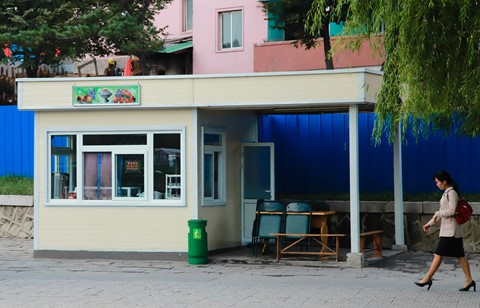 Bia Sài Gòn, nước cam Việt trong cửa hàng ở Triều Tiên - Ảnh 7.