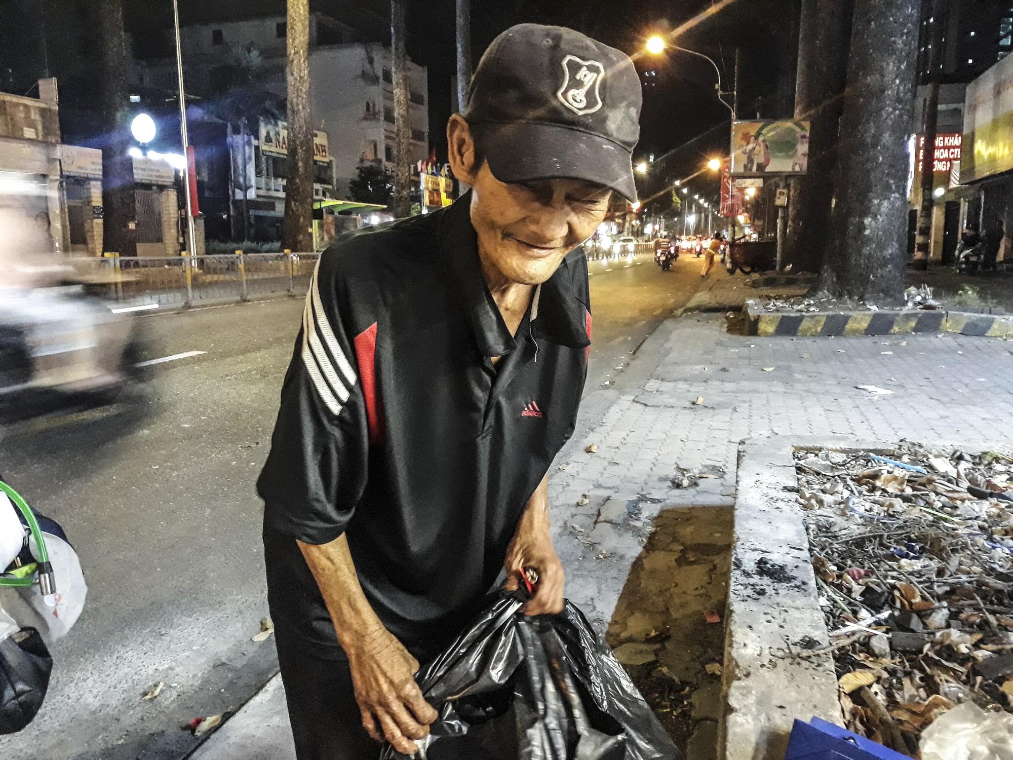 [eMagazine] - Sài Gòn dịp Tết và những mảnh đời vô gia cư - Ảnh 4.