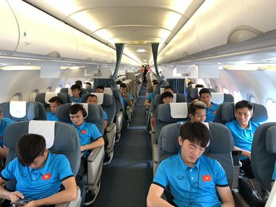 Bật mí những chuyến bay như chuyên cơ đưa tuyển Việt Nam du đấu - Ảnh 3.