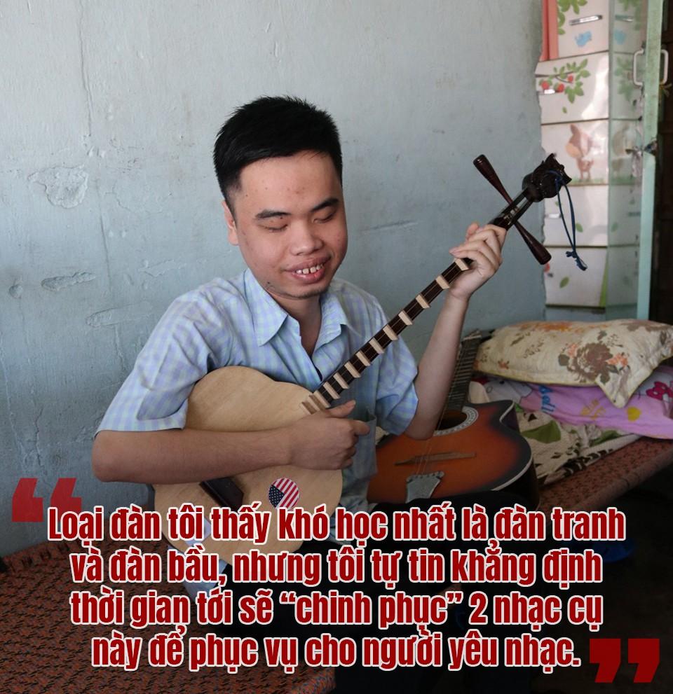 [eMagazine] Bất ngờ với chàng trai khiếm thị chơi thành thục 6 loại nhạc cụ - Ảnh 5.