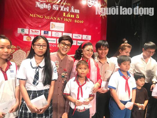 Bộ ba Kim Cương, Thành Lộc, Hữu Châu vui xuân tri ân nghệ sĩ - Ảnh 2.