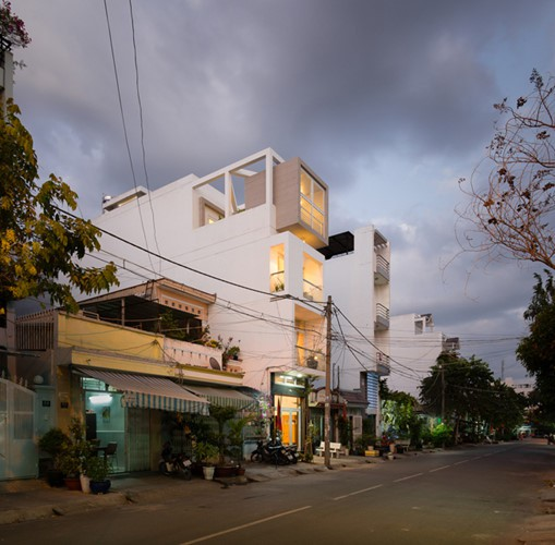 """Loạt nhà ống Sài Gòn siêu đẹp khiến báo ngoại """"choáng"""" - Ảnh 1."""