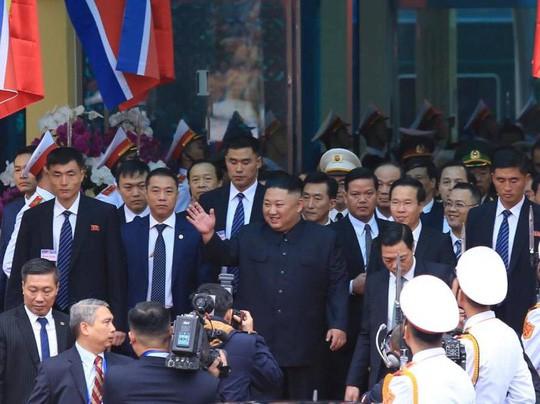 Tổng Bí thư, Chủ tịch nước và Chủ tịch Triều Tiên Kim Jong-un duyệt đội danh dự QĐND Việt Nam - Ảnh 1.
