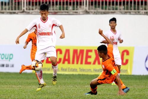 HLV lên tiếng về lý do cầu thủ U19 Đà Nẵng gãy chân khi đấu HAGL - ảnh 1