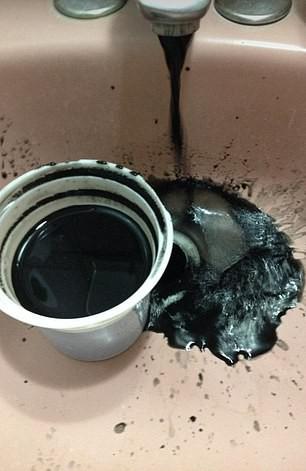 Venezuela: Nước nghi nhiễm dầu, chuyển màu đen kịt - Ảnh 4.