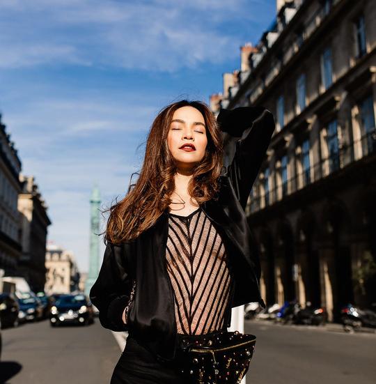 Hồ Ngọc Hà gợi cảm giữa Paris fashion week - Ảnh 1.