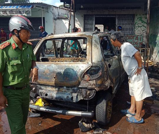 Ô tô cháy rụi khi đang sửa trong tiệm - Ảnh 2.