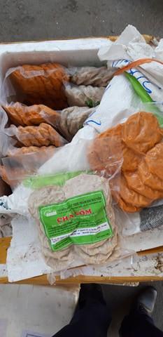 Gần 800 kg nem, chả heo không kiểm dịch từ Hà Nội theo xe khách vào đến tận TP HCM