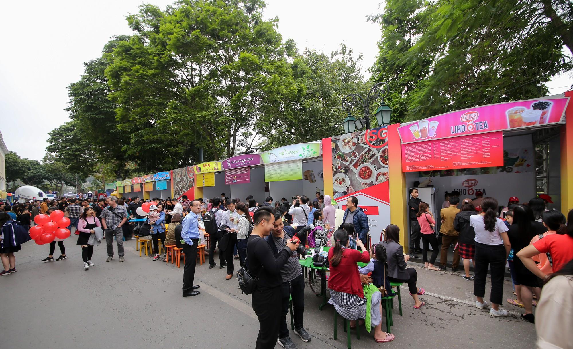 Rực rỡ Lễ hội Singapore 2019 tại phố đi bộ hồ Hoàn Kiếm - Ảnh 3