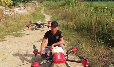 Phi công lái drone - nghề hot nhất ở nông thôn Trung Quốc - Ảnh 1.